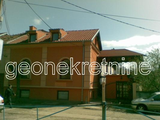 Kuća 200m² Centar